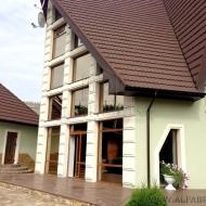 ВО КРУГ ЛЕС! Продам необыкновенный архитектурный дом, коттедж. в с.Стоянке  320 кв.м. 8соток (Код H1009)