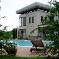 (код Н2390) Старые Петровцы. Продам дом 480 м.кв участок 87 соток. Корт! Выход на воду!