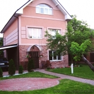 (Код объекта Н2935) Продается 5 ти комнатный котедж в с.Крюковщина  Киево-Святошинского р-на. Участок 4,5 сотки