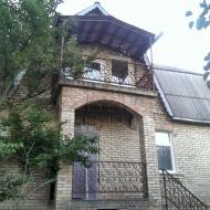 Кирпичный дом 2 этажа,укомплектован всей техникой.Участок 8 соток.Киев.Святошинский р-н.Брест литовское шоссе.(Н2903)