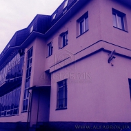 Продам админ здание. 1730 м кв. Шевченковский р-н. (Код объекта 1028)