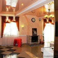 (код обьекта Н3582)Просторный жилой дом в г.Киеве расположен в элитной парковой зоне подольский р-н.,с большим бассейном и отдельной деревянной баней уютный и просторный.