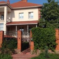 котедж, дом, дачу, Петропавловская Борщаговка, Центральная ул. (Код H6415)