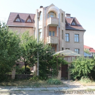 (Код объекта Н6427) Сдам в аренду шикарный особняк. Петропавловская Борщаговка. Тихая улица недалеко от центральной дороги.