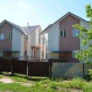 (Код объекта Н6492) Бориспольский р-н., Гора. Продажа двух домов по цене одного, все коммуникации. Предложение с возможностью заработать, инвестиция, ежемесячный доход.