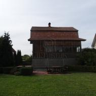 Продам деревянный дом на участке 10 соток. Дарницкий р-н .(код объекта Н3955)