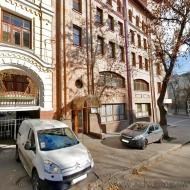 Продам бизнес-центр с ремонтом 2212 кв. м., в Шеченковском р-не (Код C1637)