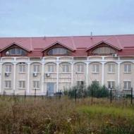Продам фасадное 3-х эт. здание (дом) общей площадью 1037 кв.м. на земельном участке 52.20 сотки Киев, Троещина, Милославская (Код C3867)