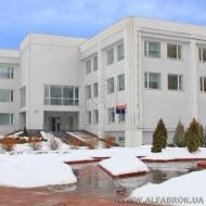 Продам по очень привлекательной цене. Фасадное здание на Героев Сталинграда. Офисный ремонт, площадь 2571 кв.м. (Код C4009)