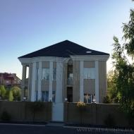 Продам новый дом с ремонтом в поселке Лесники К-Святошинского р-на  (Код H19668)
